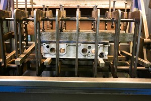 cylinder-head-in-pressure-testing-machine-side-view-2