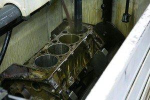 engine-block-in-honing-machine